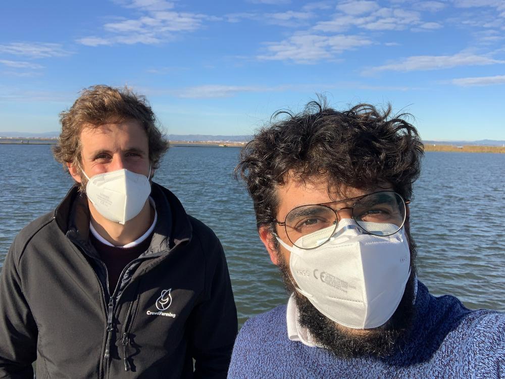 Juan Plasencia y Javi Tornos en el mar de Valencia
